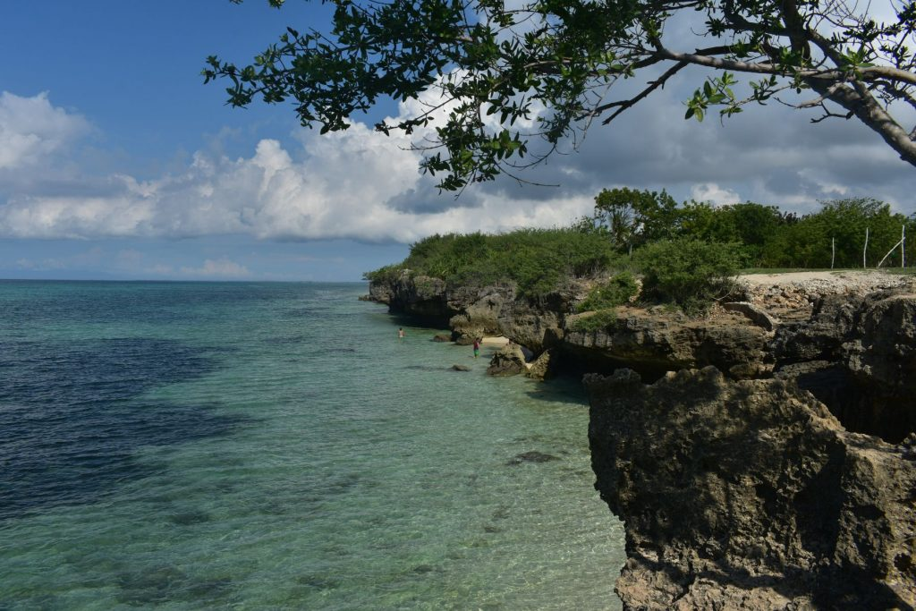 cliff-diving area, Bantayan