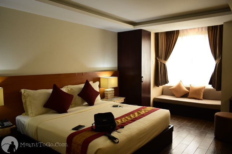 Rumah Highlands Hotel, Cebu City, Philippines - Room with kingsize bed