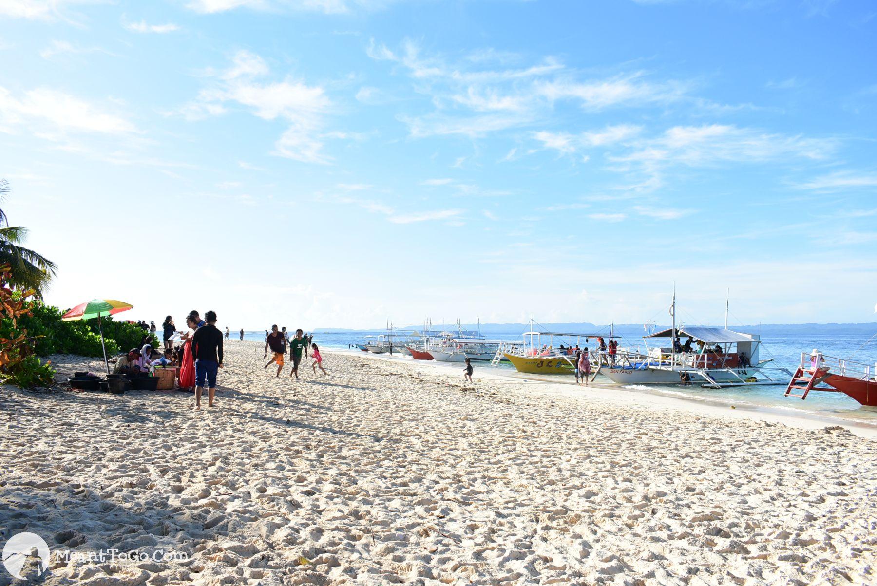 Hagonoy Island, Britania, Surigao del Sur