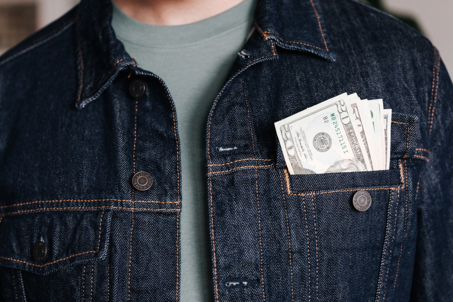 keep extra cash for emergency during travel
